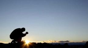image - man praying - man praying